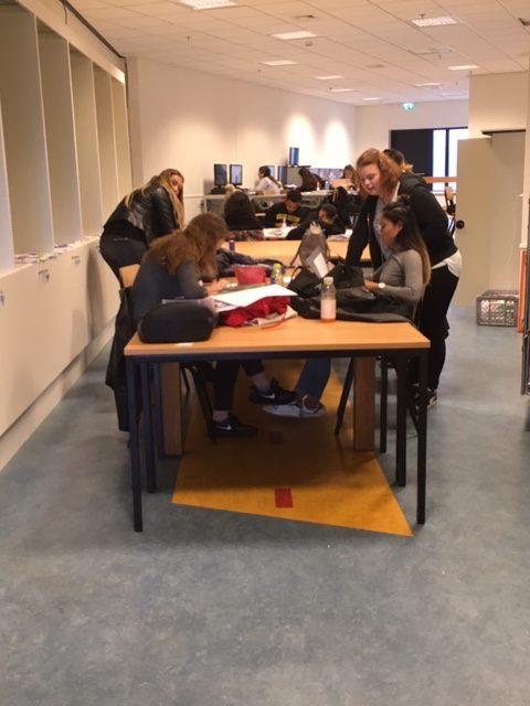 HMC'ers krijgen les in Woonmall Alexandrium