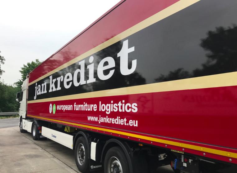 Meubeltransporteur Jan Krediet brengt hulpgoederen naar Lesbos