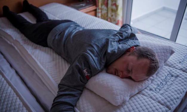 Wielrenners van het Mitchelton-SCOTT team slapen op Latexco