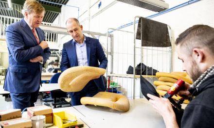 Koning bezoekt maakindustrie in Harderwijk