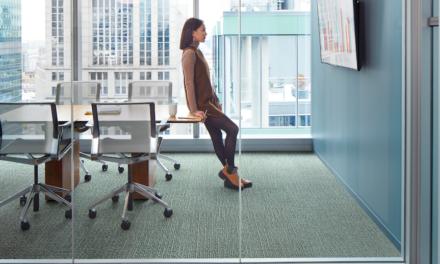 Vloeren Business: Interface innoveert met eerste 'CO2-neutrale tapijttegels'