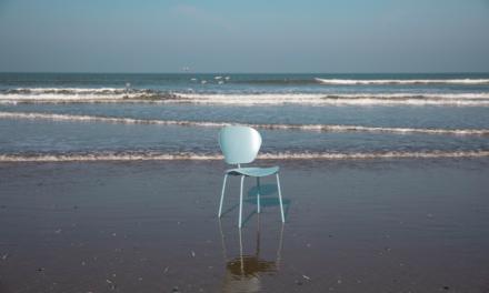Zuiver pre-launcht duurzame stoel op World Ocean Day | meet The Ocean Plastic Chair ♻