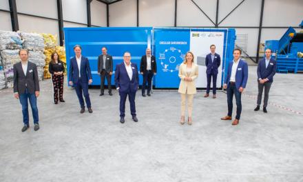 Staatssecretaris Van Veldhoven opent vierde matrasrecyclingfabriek RetourMatras
