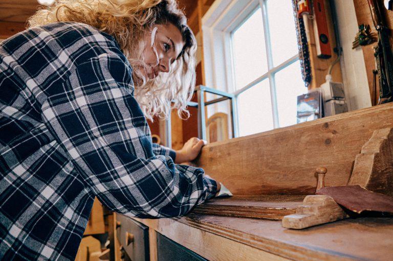 Oud-HMC student werkt in de bouw en maakt meubelen