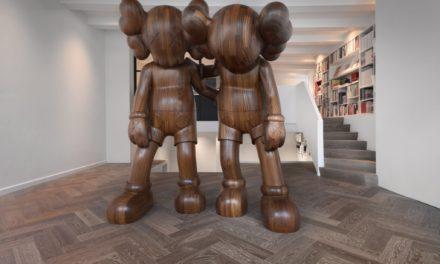 Reflex Amsterdam opent tweede locatie met KAWS sculptuur