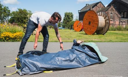 Sheltersuit Foundation en Auping introduceren 'Shelterbag'